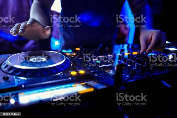 Dj mixes the track in the nightclub at party picture id1090054462?b=1&k=6&m=1090054462&s=612x612&h=d8mbeojdeda1ralk4lyyuhimbrf6wlgoxrckotc6xzo=