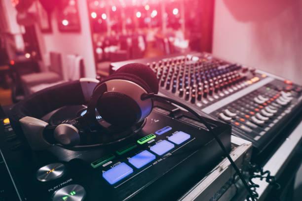 Gros plan de la DJ Console de mixage sonore - Photo