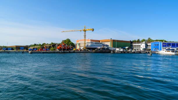 djupvik varvet - ferry lake sweden bildbanksfoton och bilder
