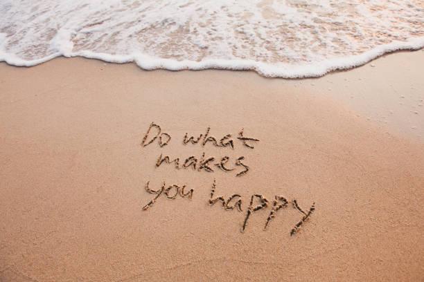 tun sie, was sie glücklich macht, inspirierende zitat. - gründe zitate stock-fotos und bilder