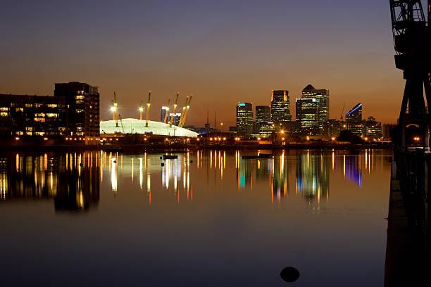 docklands, london and o2 arena - kubbe stok fotoğraflar ve resimler