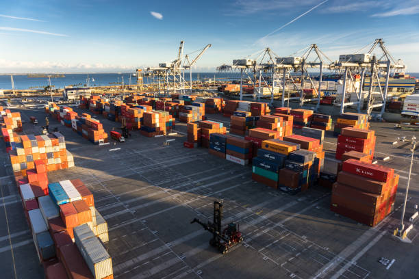 dockside container yard with ship - day - halbergman stock pictures, royalty-free photos & images