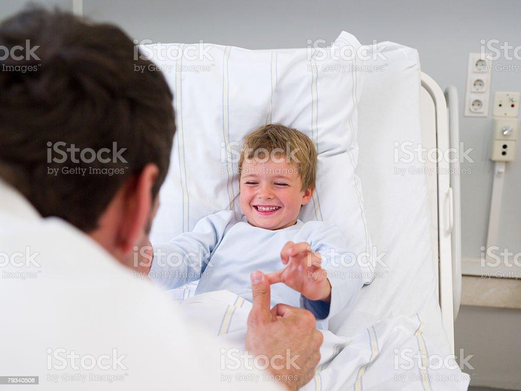 Médico e um paciente foto de stock royalty-free