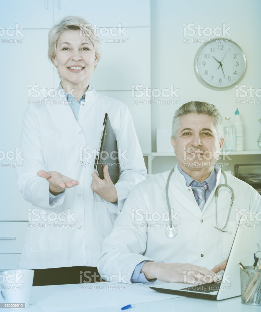 Doctor and nurse waiting for patients - Royalty-free Adult Stock Photo