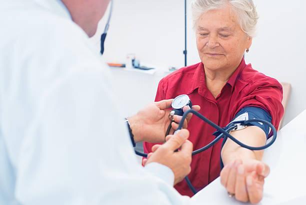 Médico e um paciente - foto de acervo