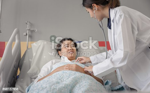 istock Doctor And Patient 898152938