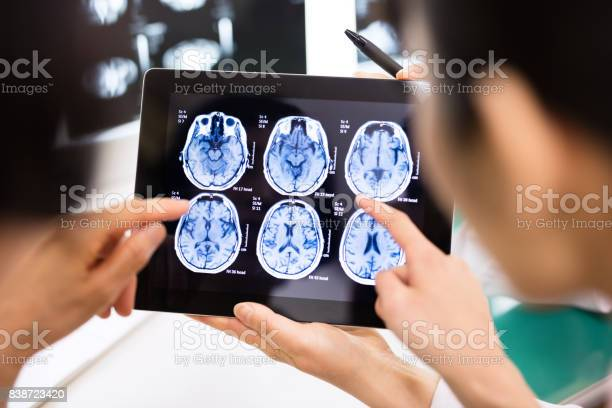 Doctor and patient using digital tablet in hospital picture id838723420?b=1&k=6&m=838723420&s=612x612&h=rsauip  ccswlj0qx0ln5fegzohdxbtc2ttsxastbyo=