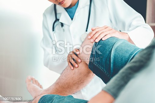 istock Doctor consulting with patient Knee problems Physical therapy concept 1007757630