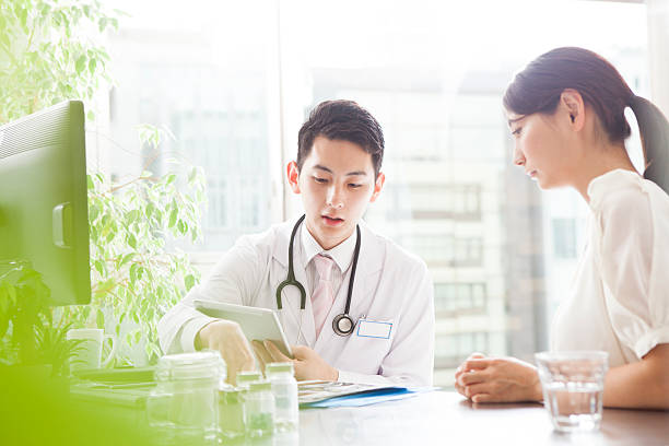 Doctor explains the state of the brain to the patient ストックフォト