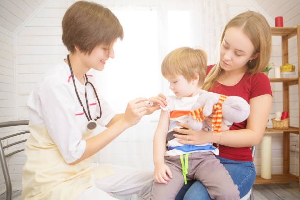 Doctor giving a child an injection at home picture id1097264624?b=1&k=6&m=1097264624&s=612x612&w=0&h=dbfwfobbcmzumytixel63swugnvw5wdlwhlvqvtqhau=
