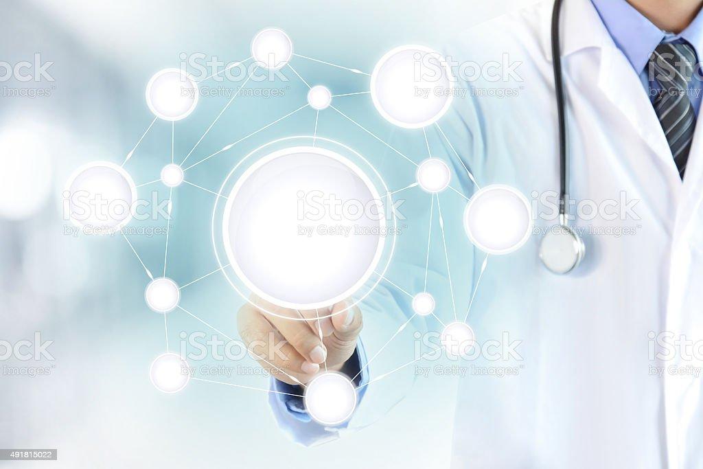 Arzt hand berühren leeren Kreis-Netzwerk für virtuellen Bildschirm - Lizenzfrei 2015 Stock-Foto