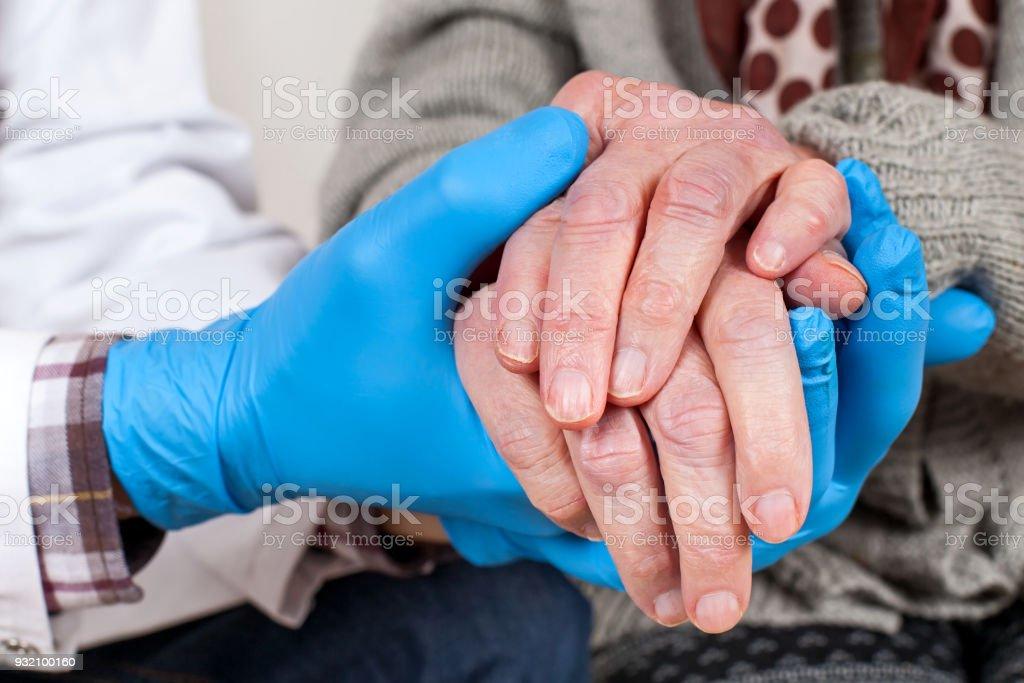 Arzt hält Hände schütteln – Foto