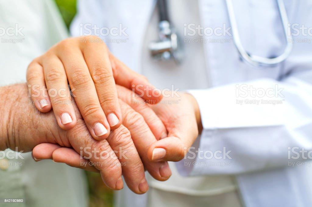 Arzt mit zitternder hand – Foto