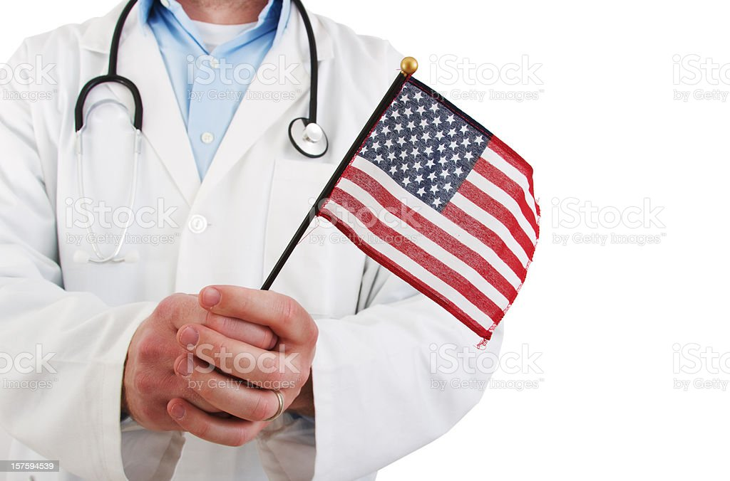 Médico segurando Bandeira dos EUA - foto de acervo
