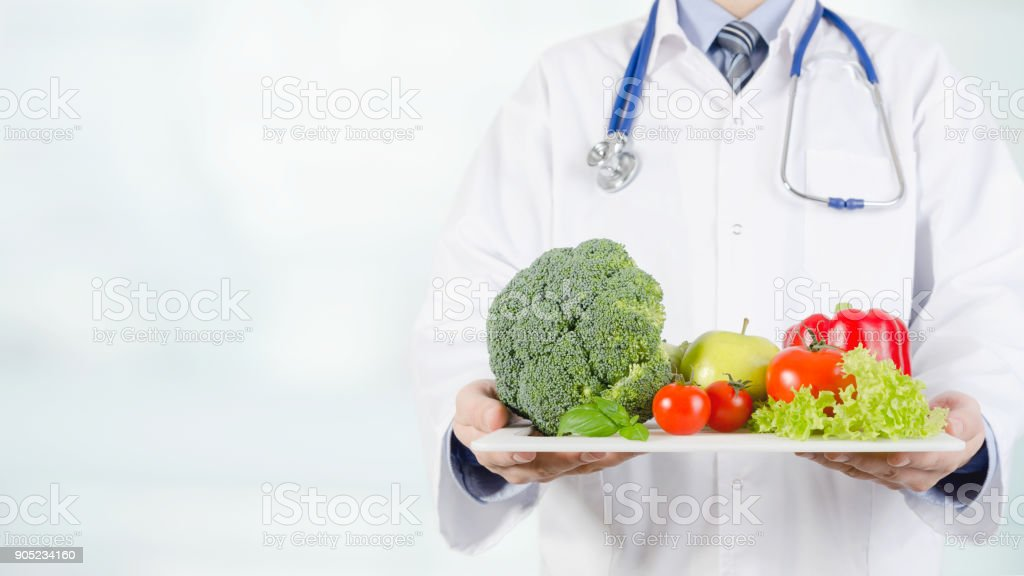 Doctor holding vegetables and fruits on a tray – zdjęcie