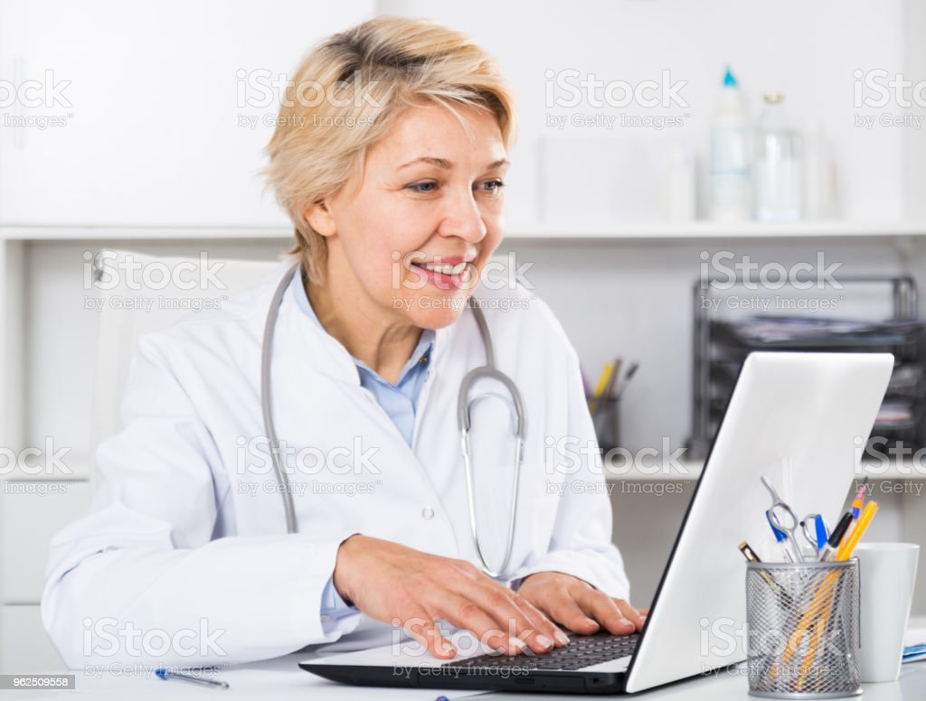 Doctor in gown waiting for patient - Royalty-free Communication Stock Photo