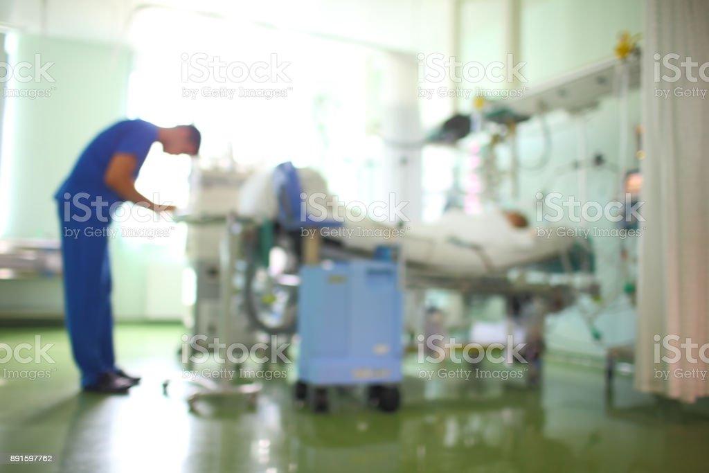 Arzt im Patienten Bezirk, unscharfen Hintergrund – Foto