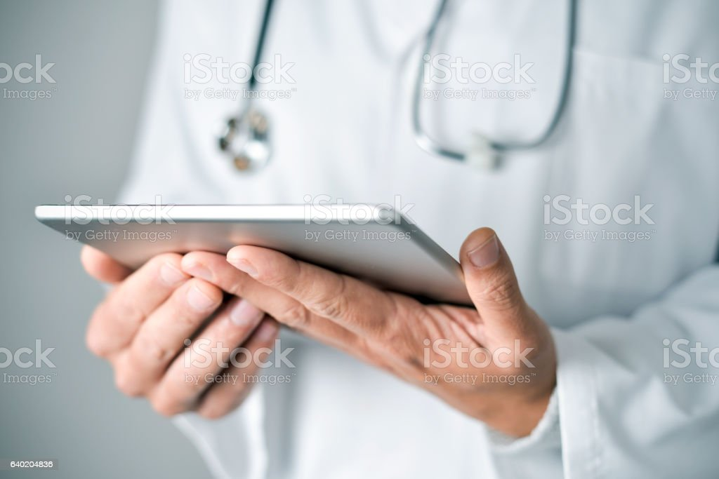 doctor man using a tablet computer - foto de stock