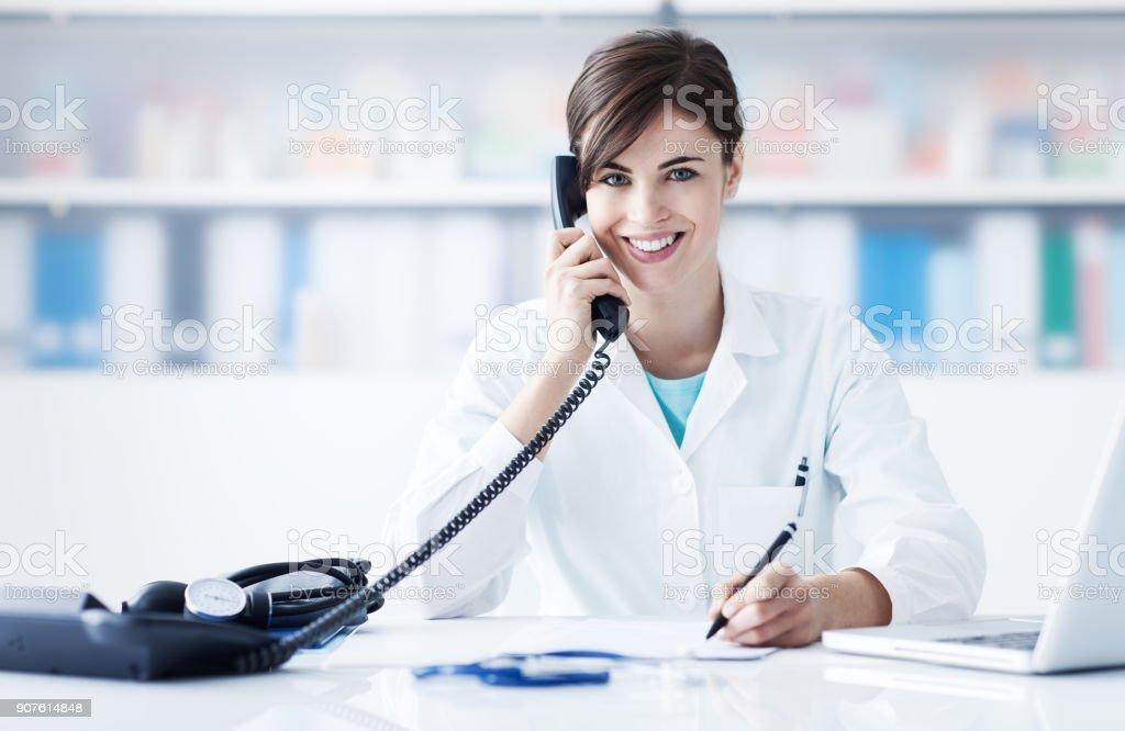 Arzt am Telefon – Foto