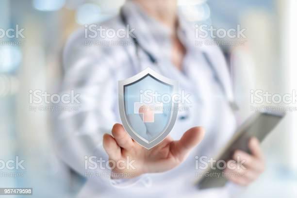 Arzt Stellt Den Schutz Der Gesundheit Stockfoto und mehr Bilder von Gesundheitswesen und Medizin