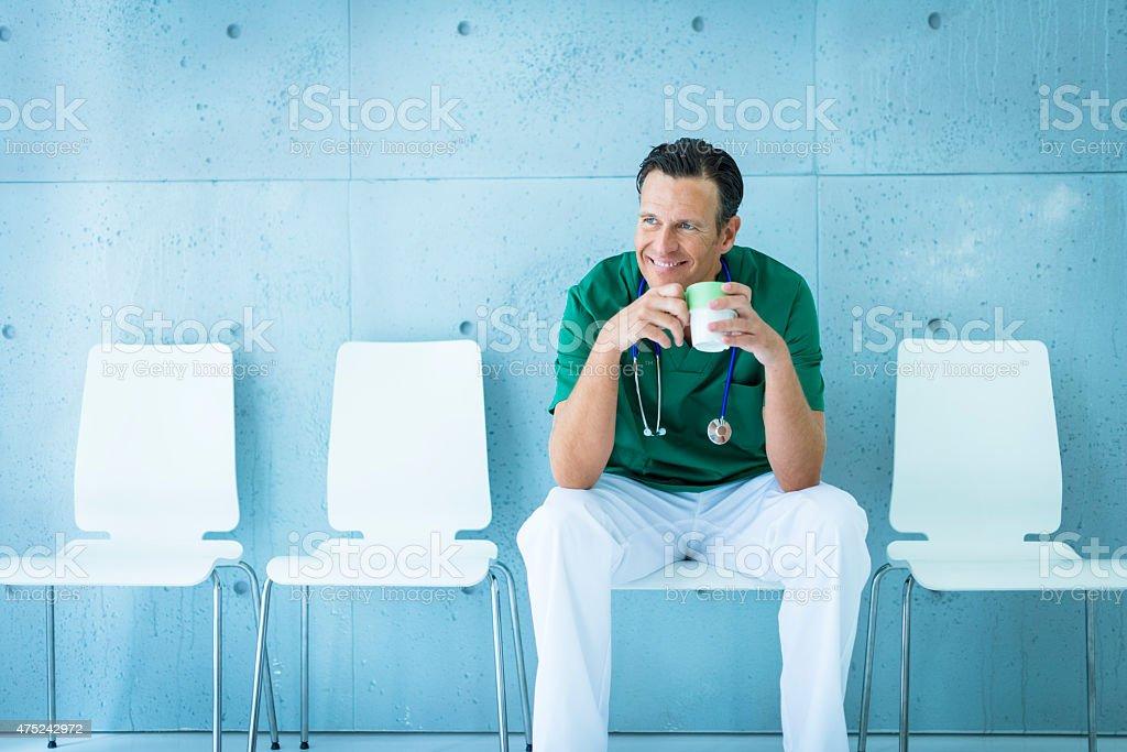 Arzt Entspannen nach Betrieb – Foto