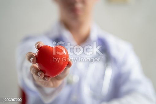istock Doctor showing a red heart 1020297200