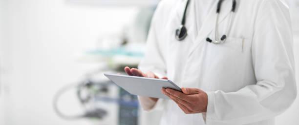 Arzt Usig ein digital-Tablette – Foto