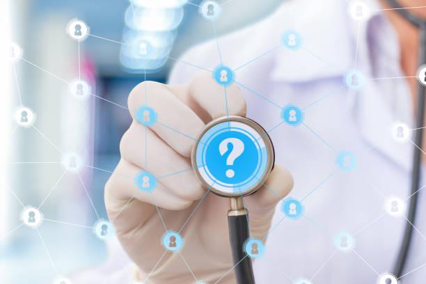 arzt virtuelles netzwerk, fragen zu beantworten. - gesundheitsfragen stock-fotos und bilder