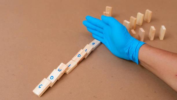 doctor wearing glove stop covid-19 spreading - antrace foto e immagini stock