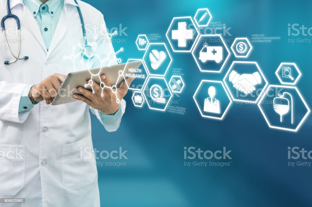 Arzt mit Krankenversicherung moderne Schnittstelle Icon – Foto