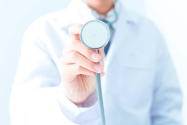 Arzt mit Stethoskop – Foto