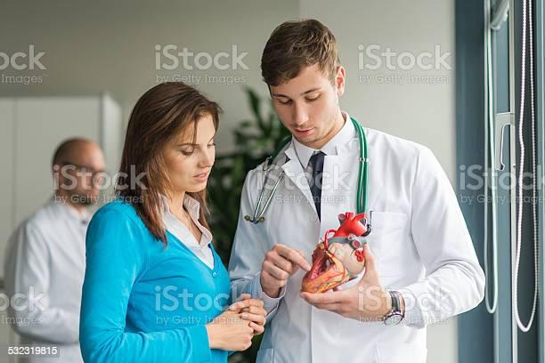 Doctorconsult Пациента С Проблемы С Сердцем — стоковые фотографии и другие картинки 2015