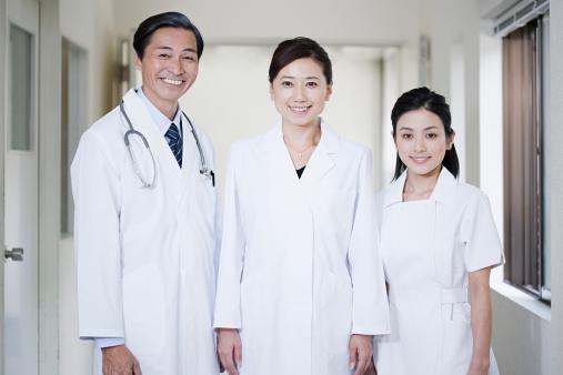 医師や看護師 - 3人のストックフォトや画像を多数ご用意