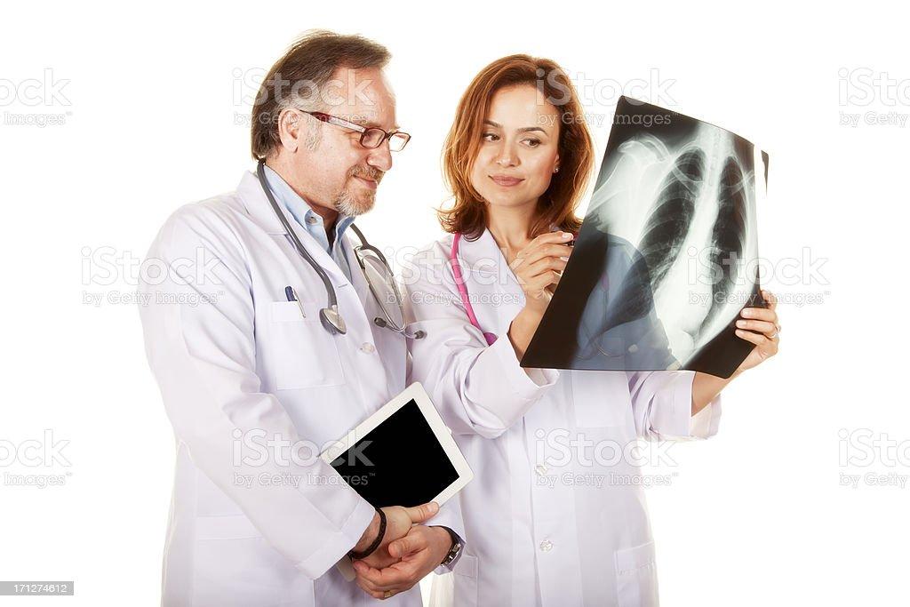 Arzt Blick auf X-ray – Foto