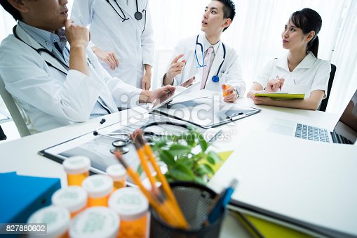 istock Doctors' meeting requires materials. 827880602