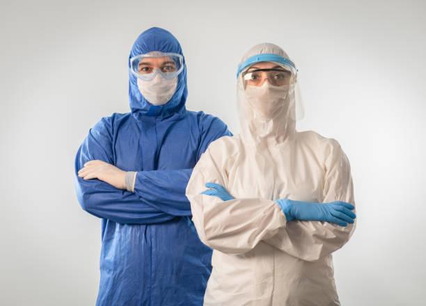Ärzte tragen hochschützenden Anzug während Coronavirus COVID 19 neuartigen Coronavirus Ausbruch – Foto
