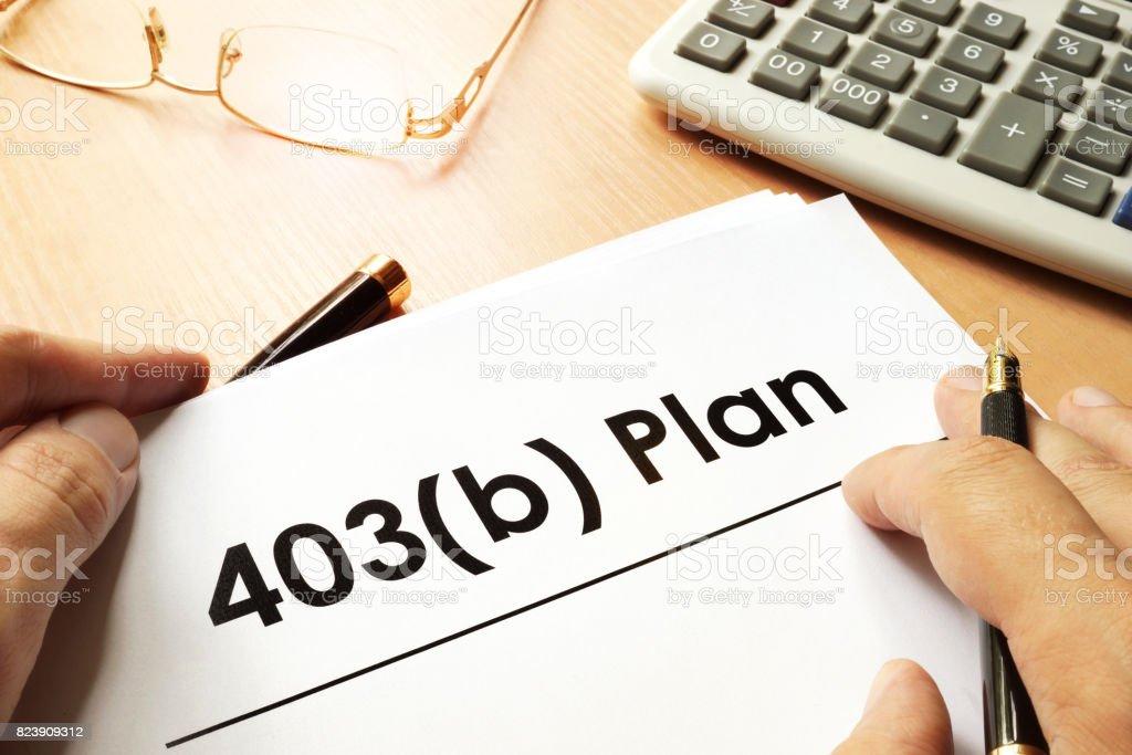 İşaret 403b planı ile belge. Emeklilik kavramı. stok fotoğrafı