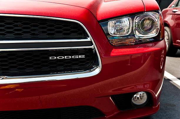 Dodge Logo auf der Ladestation Grill – Foto
