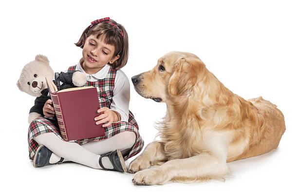Hund und kleine Mädchen – Foto