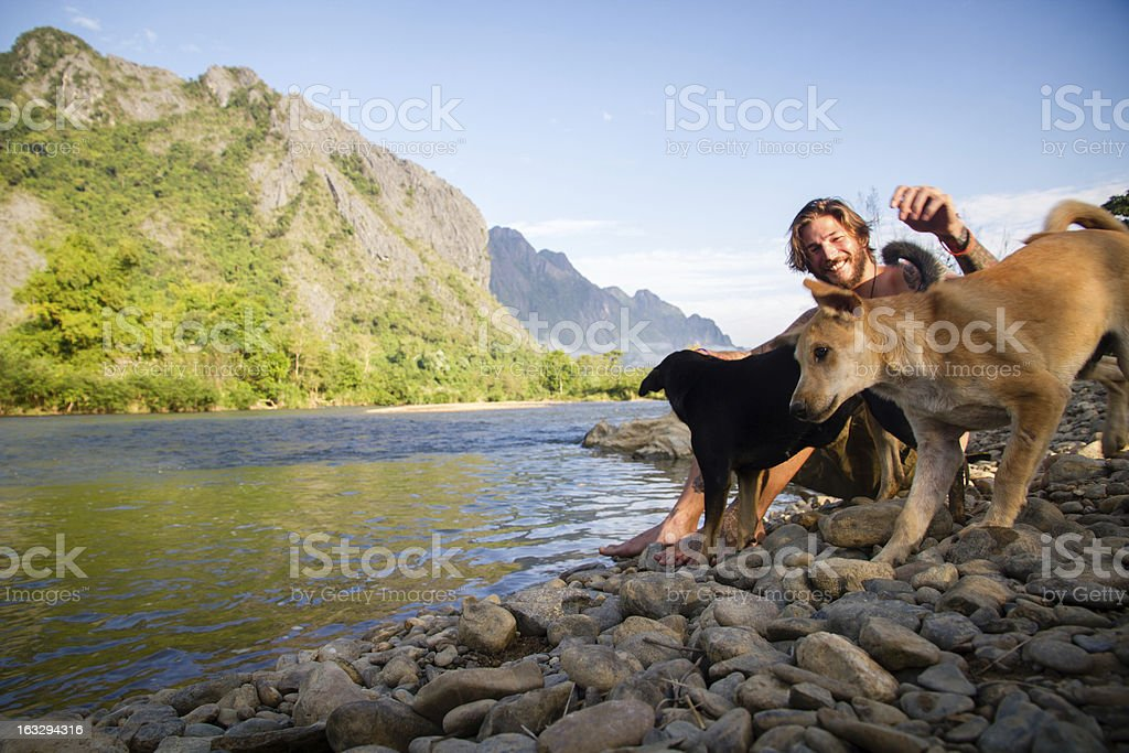 Hund und Mann – Foto