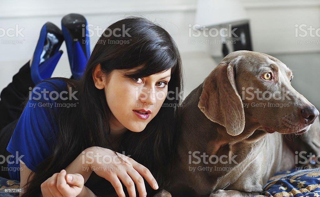 Chien et femme photo libre de droits