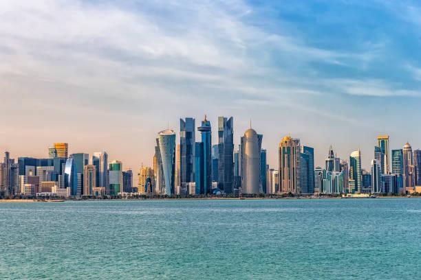 vue sur la ville de doha. qatar. - qatar photos et images de collection