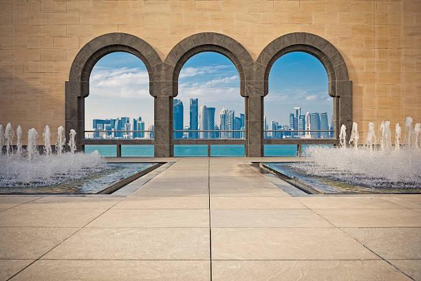 panorama de doha et encadré - qatar photos et images de collection