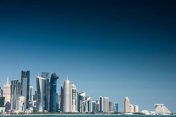 doha skyline of the downtown in qatar - doha photos et images de collection