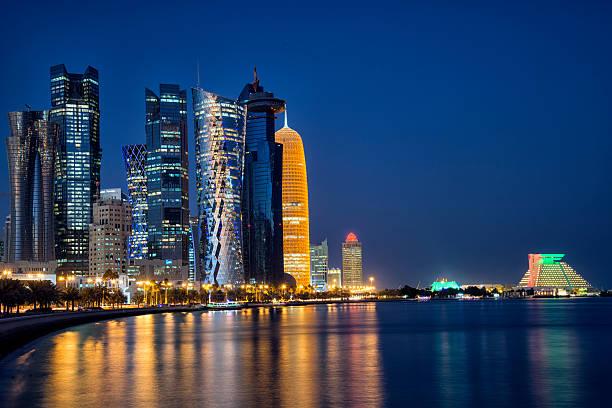 panorama de doha - qatar photos et images de collection