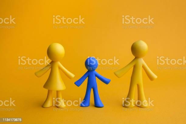 Doll family design with one different kid on yellow background autism picture id1134173675?b=1&k=6&m=1134173675&s=612x612&h=un5dgxh1mrnmrtpigvqhg1x ab2e3imnuiqy92fvmwg=
