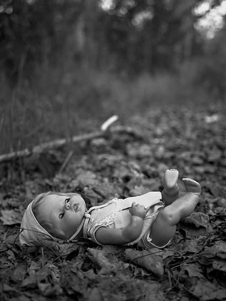 Puppe in der Wald – Foto
