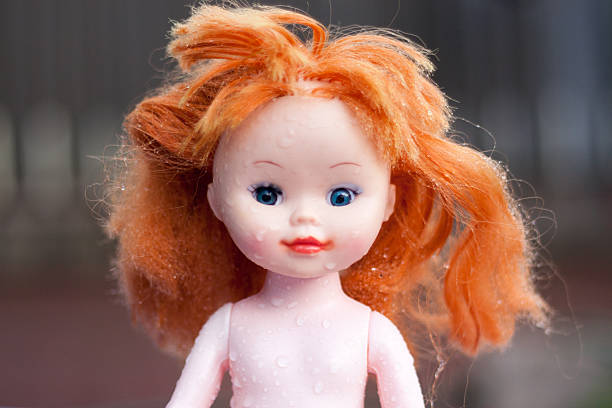 doll thrown in the rain looking for the owner - deplorable stock pictures, royalty-free photos & images