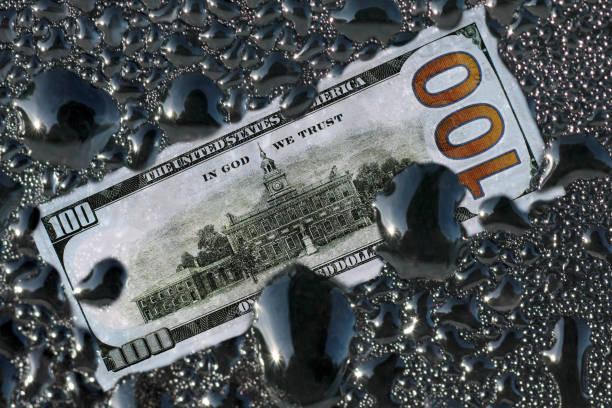 Dollar and oil – zdjęcie