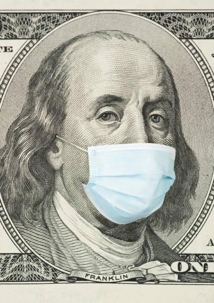 100-Dollar-Banknote mit medizinischer Maske – Foto